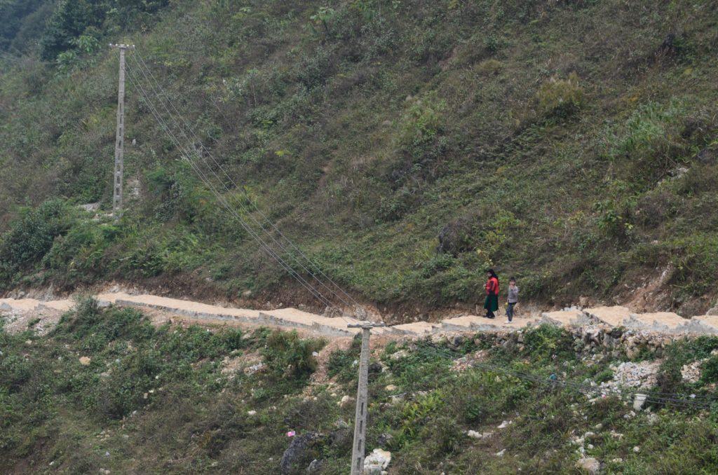 Con đường nhỏ dẫn đến Động