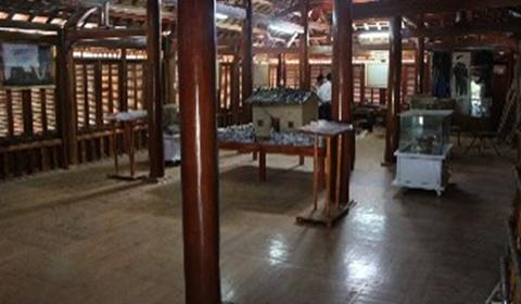 Nhà sàn Pu Péo